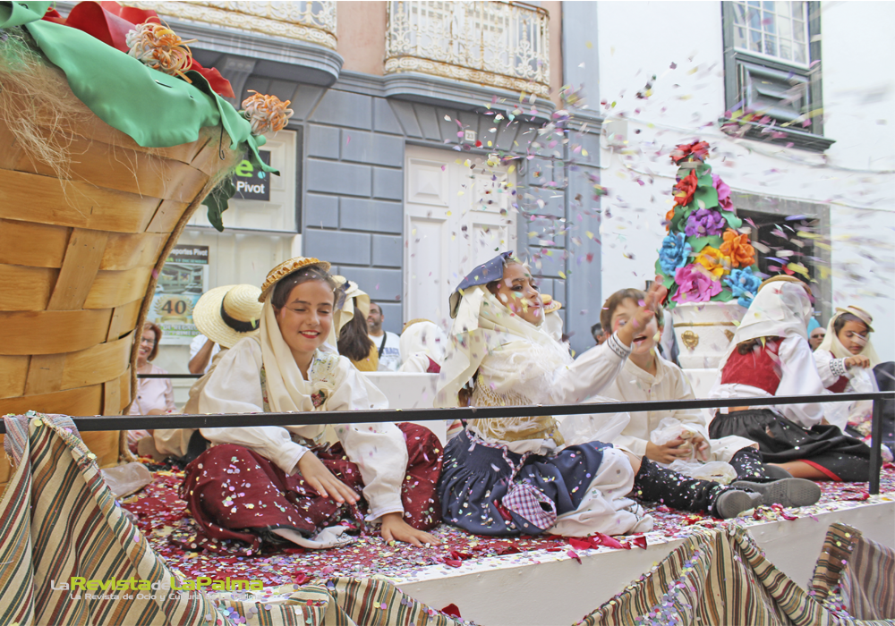 Desfile de carrozas Bajada de la Virgen 2015 9 9 4