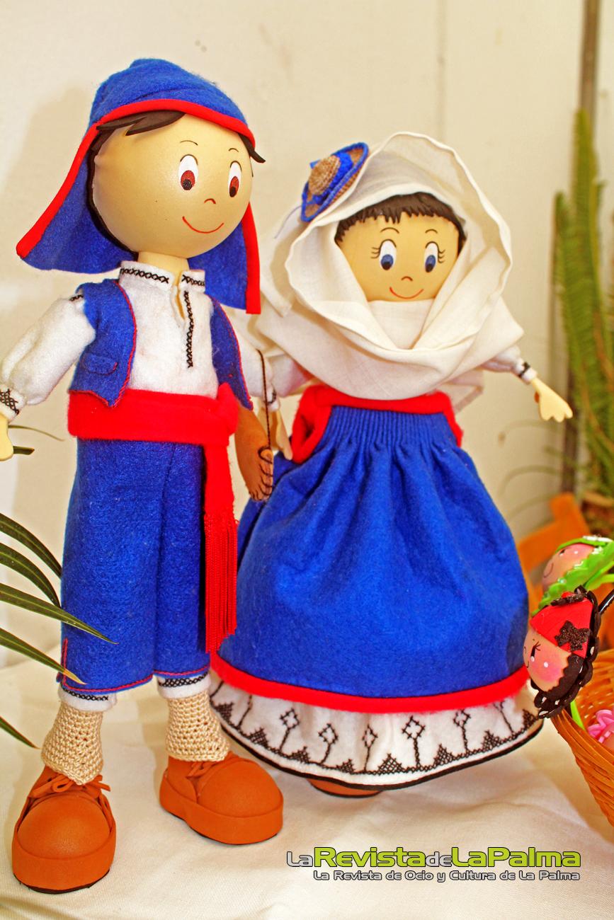 Feria Insular Artesania Puntallana Fofuchas ataviadas para la ocasion